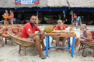 Los tres en la playa de Sihanoukville