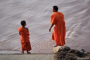 Monjes en el río Mekong
