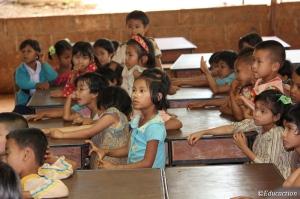 Niños escuchando el cuento de Caperucita