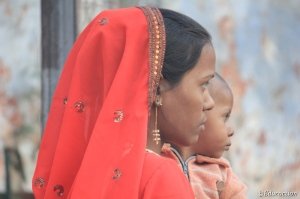 Madre e hijo en Delhi