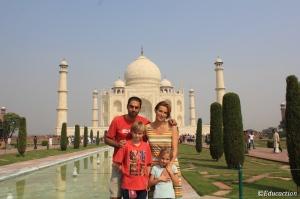 La familia en el Taj mahal