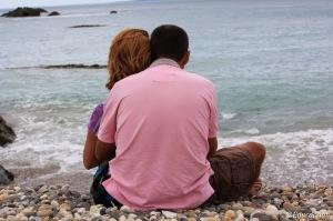 Angel & Diana mirando el mar en Nueva Zelanda